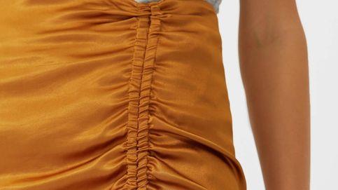 Si quieres parecer más alta y delgada,  enfúndate en esta falda lápiz de Stradivarius