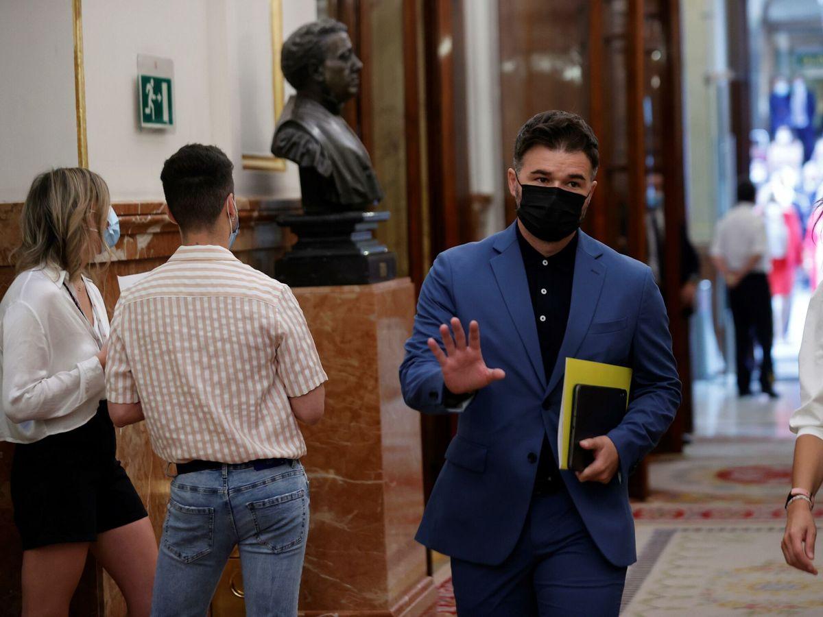 Foto: El portavoz de ERC, Gabriel Rufián a su llegada al Congreso. (EFE)