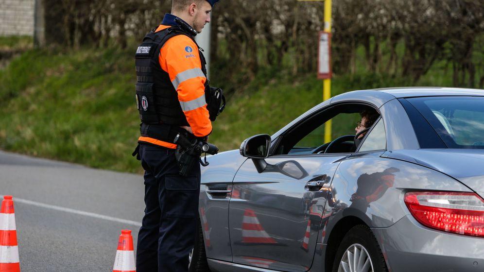 Foto: Un control de policía en la frontera belga. (Efe)