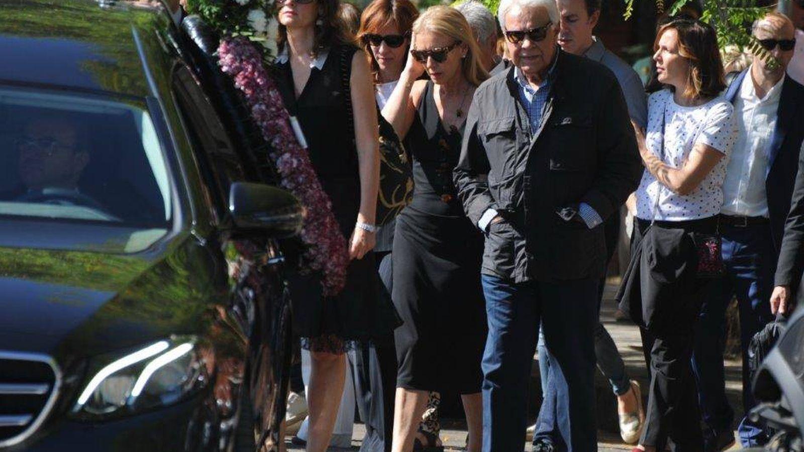 Foto:  Felipe González, en el funeral de su hermano. (Sevilla Press)