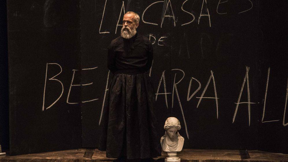 Foto: Guillermo Weickert en 'Esto no es la casa de Bernarda Alba', dirigida por Carlota Ferrer. Teatros del Canal, 2017. (Ilde Sandrin)