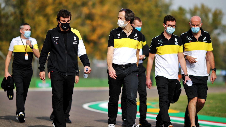 Alonso sigue con su proceso de integración con Renault y estuvo presente en Sakhir la pasada semana durante todo el gran premio.