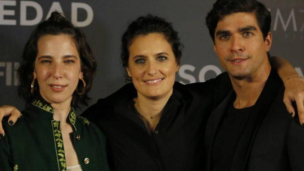 Foto: Agustina Macri (centro), con los protagonistas de su película, 'Soledad'. (BCNFilmFest)