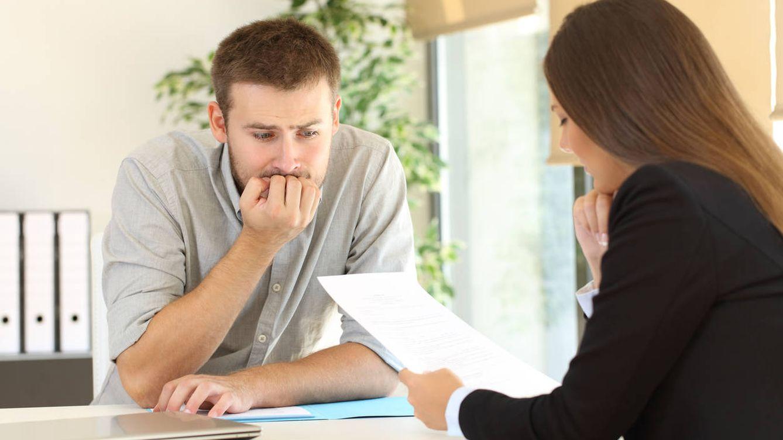 Pierde un empleo por fallar la prueba de la recepción durante la entrevista de trabajo