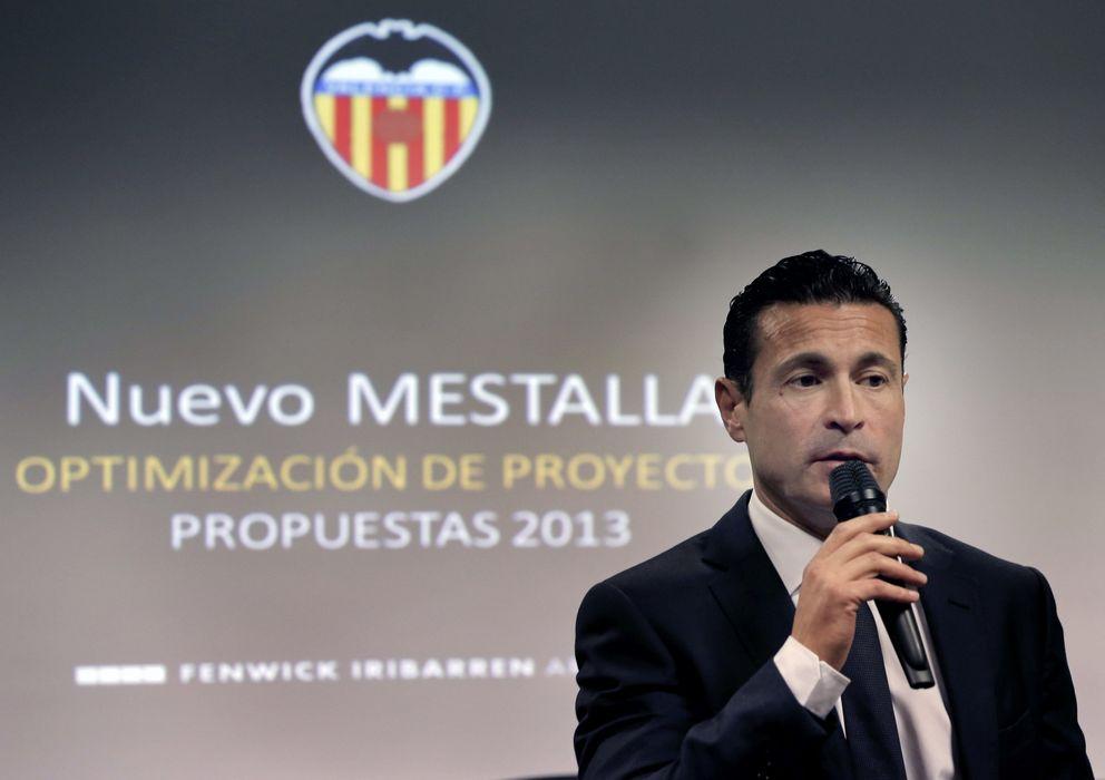 Foto: Amadeo Salvo, presentando el proyecto del Nuevo Mestalla (Efe).