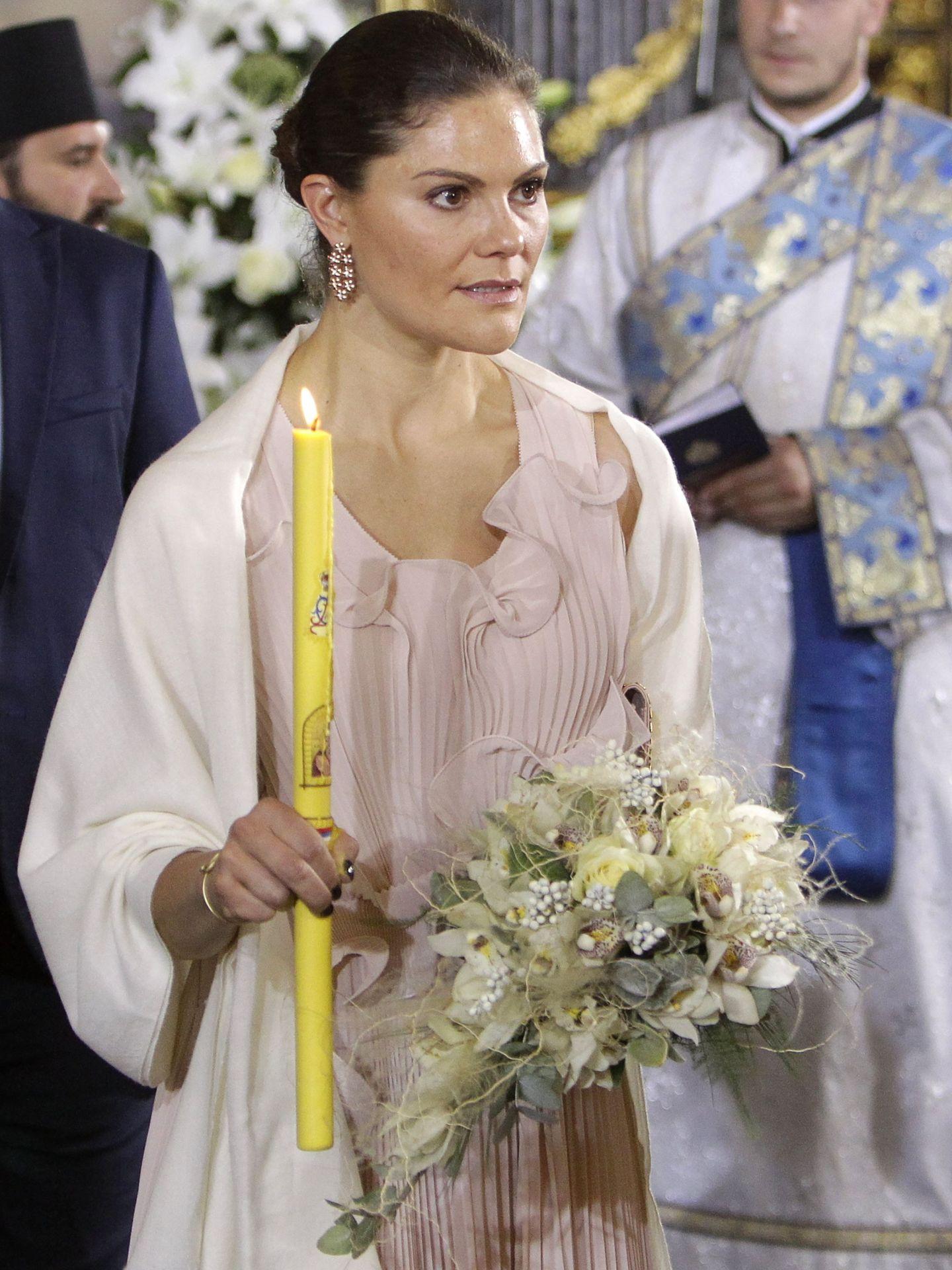 Victoria de Suecia, en la boda de Felipe de Yugoslavia con el vestido de H&M. (EFE)