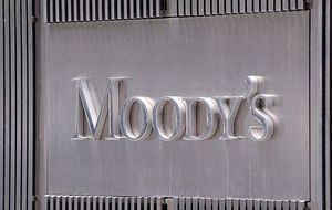 Moody's mantiene el 'rating' de Abengoa pero avisa de su debilidad