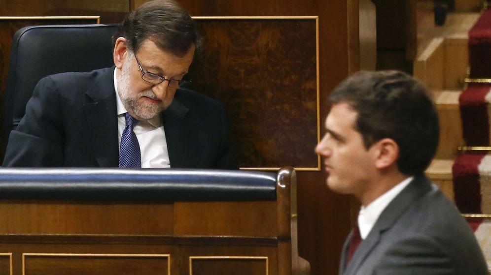 Foto: El presidente en funciones, Mariano Rajoy, junto a Albert Rivera en el Congreso de los Diputados. (Reuters)