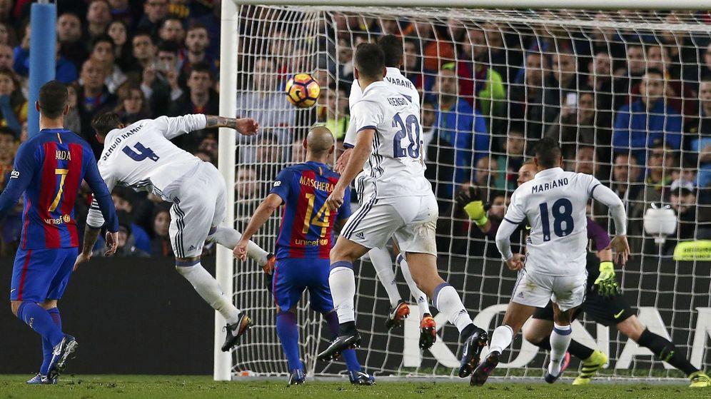 Foto: Sergio Ramos marca el gol del empate en el último clásico ante el FC Barcelona. (Reuters)