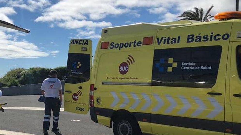 Foto: Los servicios de emergencias llevaron a la mujer a un hospital para someterla a una valoración médica (Foto: 112 Canarias)