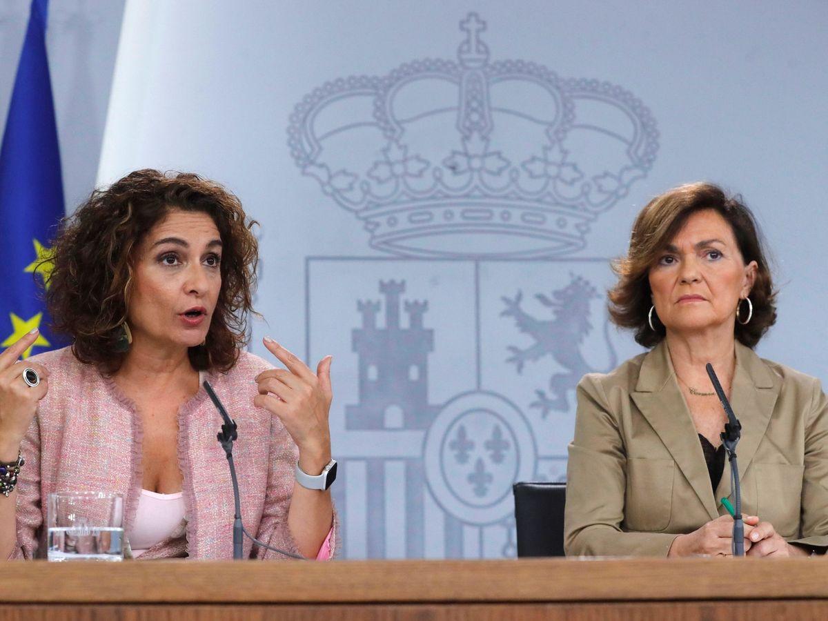Foto: Carmen Calvo (d) y María Jesús Montero. (EFE)