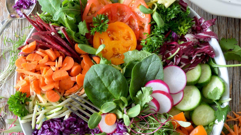 Preparar las verduras al vapor puede hacer nuestras cenas más sencillas. (Nadine Primeau para Unsplash)