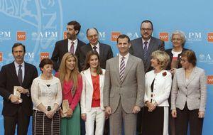 Foto: Los príncipes de Asturias, en los premios APM 2012