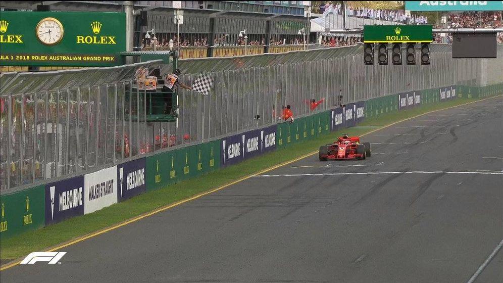 Foto: Sebastian Vettel cruzando la línea de meta de Australia. (Foto: Formula1.com)