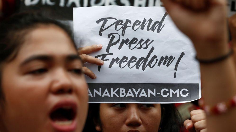 Foto: Protesta contra Duterte en Filipinas por vulnerar la libertad de prensa. (EFE)