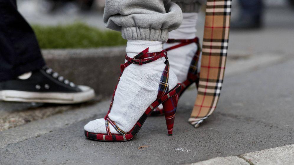Foto: Para ser ugly no pueden faltar en tu look calcetines y sandalias. (Imaxtree)