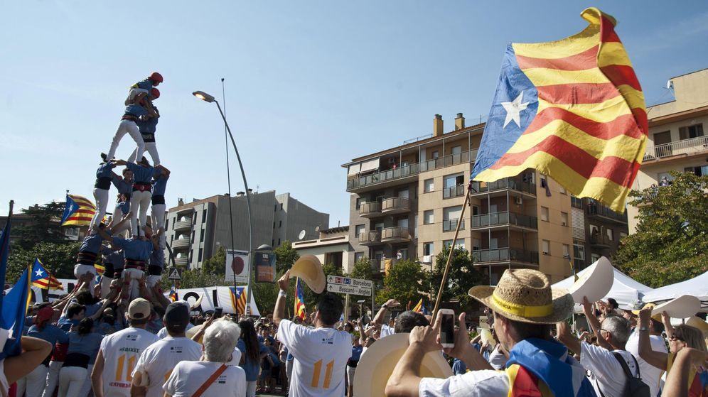 Foto: Manifestación en Salt (Girona) con motivo de la Diada de Cataluña. (EFE)