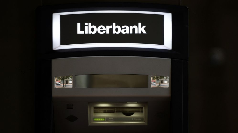 Foto: Imagen de archivo de un cajero de Liberbank. (Reuters)
