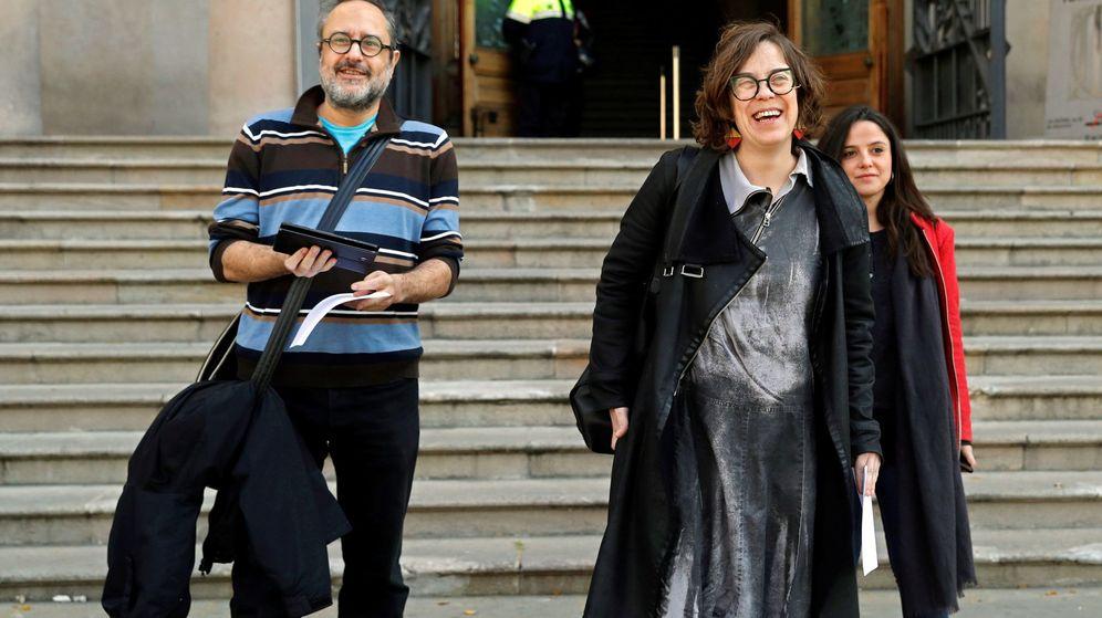 Foto: Los exdiputados de la CUP, Antonio Baños (i) y Eulàlia Reguant (c). (EFE)