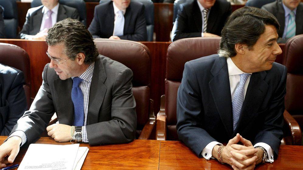 Foto: Imagen de 2009 de Francisco Granados e Ignacio González cuando eran 'hombres fuertes' de Esperanza Aguirre, ambos hoy en prisión por las tramas Púnica y Lezo, respectivamente. (EFE)