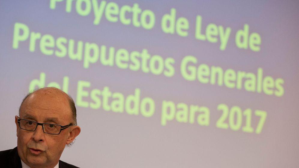 Foto: El ministro Cristóbal Montoro presenta el proyecto de los PGE. (Reuters)