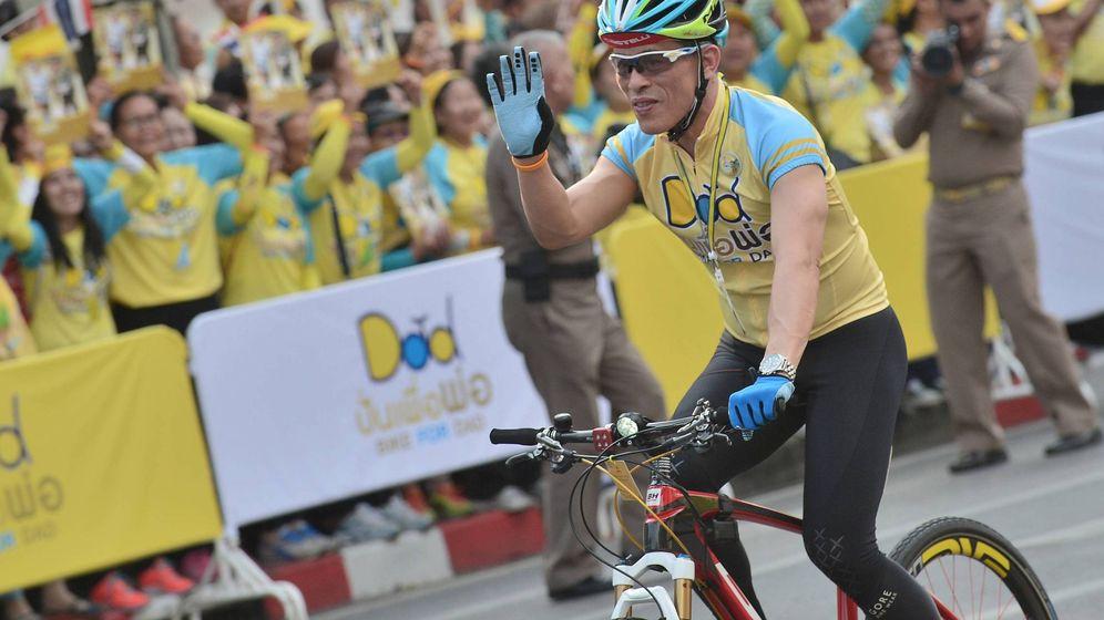 Foto: El rey, en el evento Bike for Dad in Bangkok. (Cordon Press)