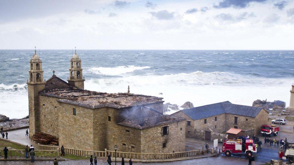 Rayo explosiona el cuadro eléctrico de una iglesia de La Coruña con 160 niños