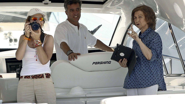 La reina Sofía y la infanta Elena, a bordo.