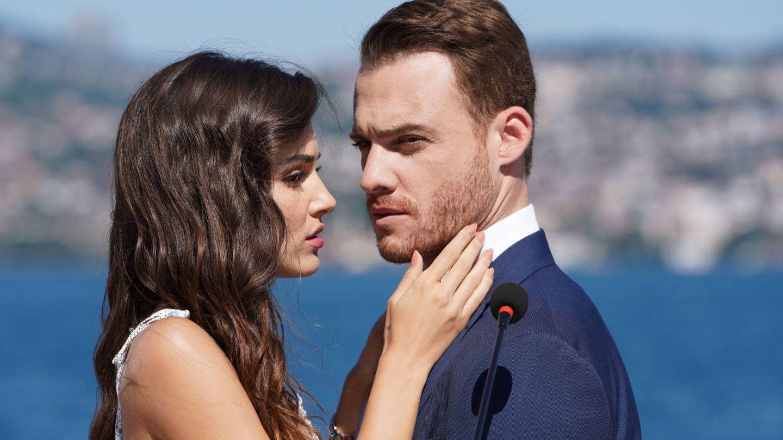 Los protagonistas de 'Love is in the air'. (Telecinco)