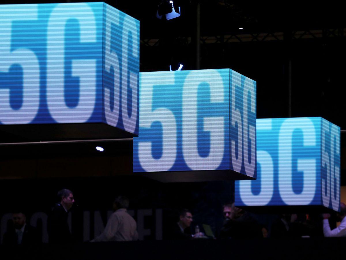 Foto: Paneles anunciando el 5G en el Mobile World Congress de Barcelona. (Reuters)