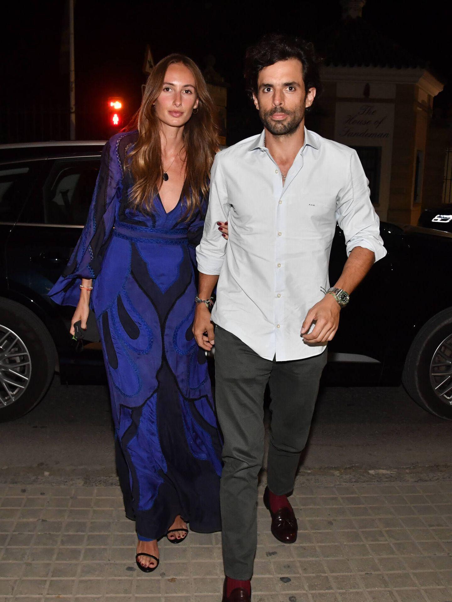 Alonso Aznar con su pareja, Renata Collado. (Gtres)