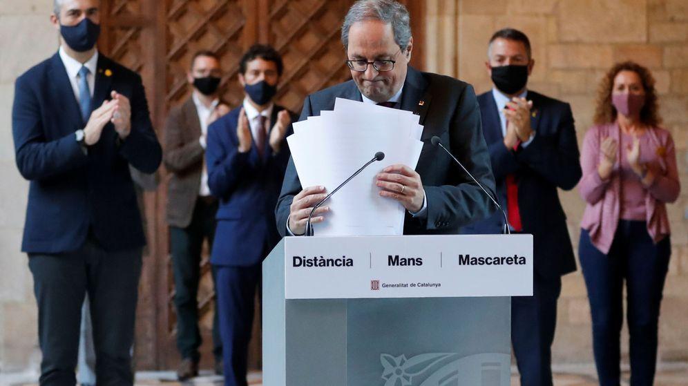 Foto: Quim Torra (c) recibe el aplauso de los miembros del Govern, tras la declaración institucional. (Reuters)