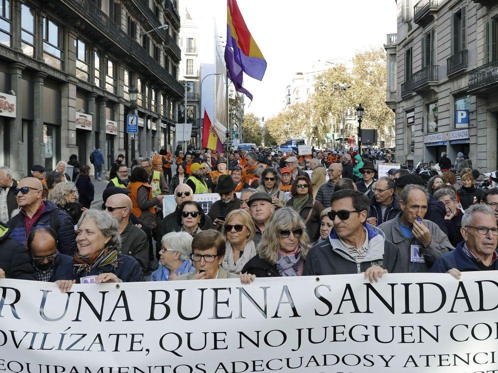 Foto: 'Marea blanca' en Barcelona contra los recortes en Sanidad el pasado mes de diciembre. (EFE)