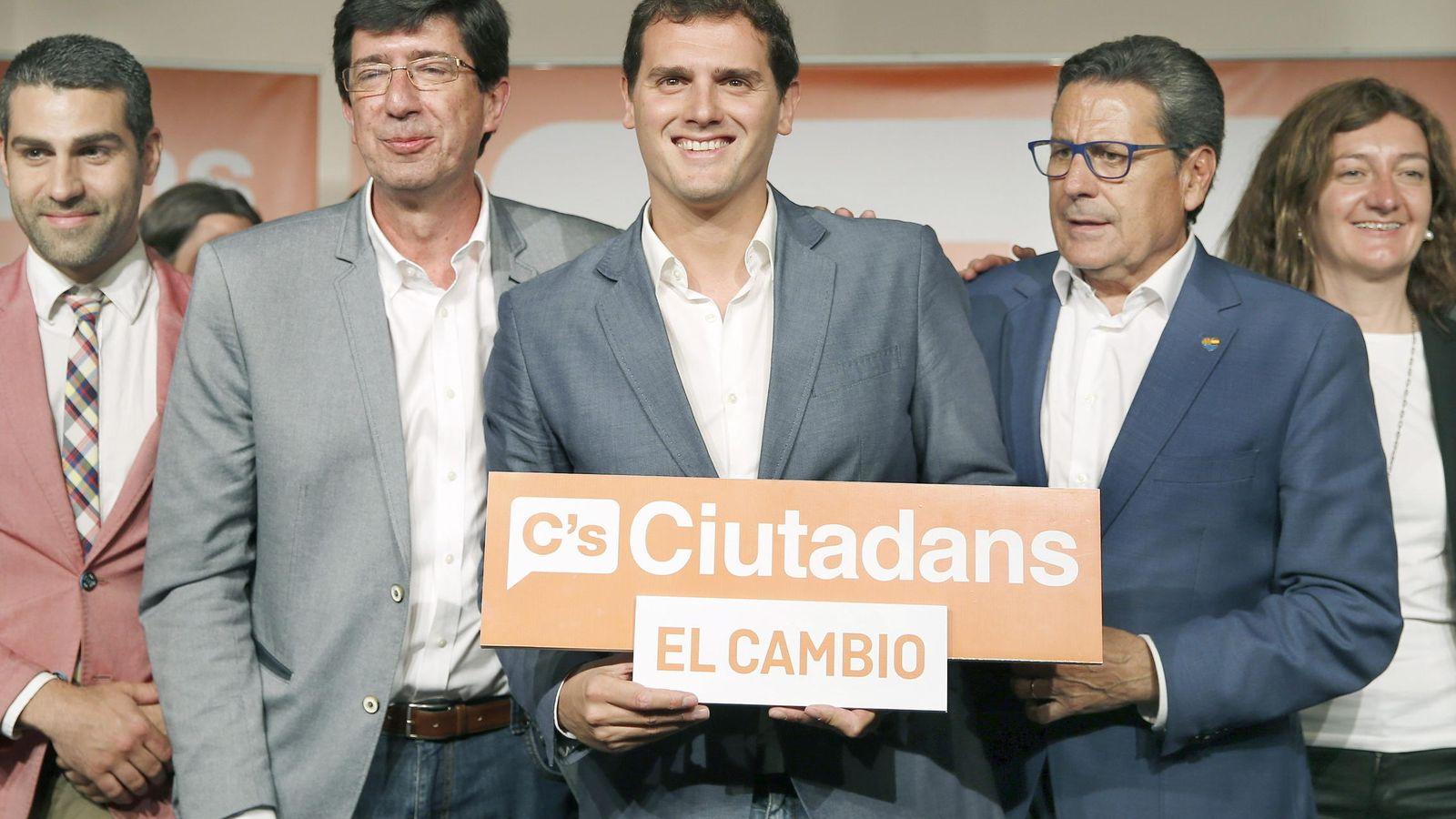 Foto: El diputado de Ciudadanos en el Parlamento de Andalucía, Juan Marín, junto al presidente de su partido, Albert Rivera. (EFE)