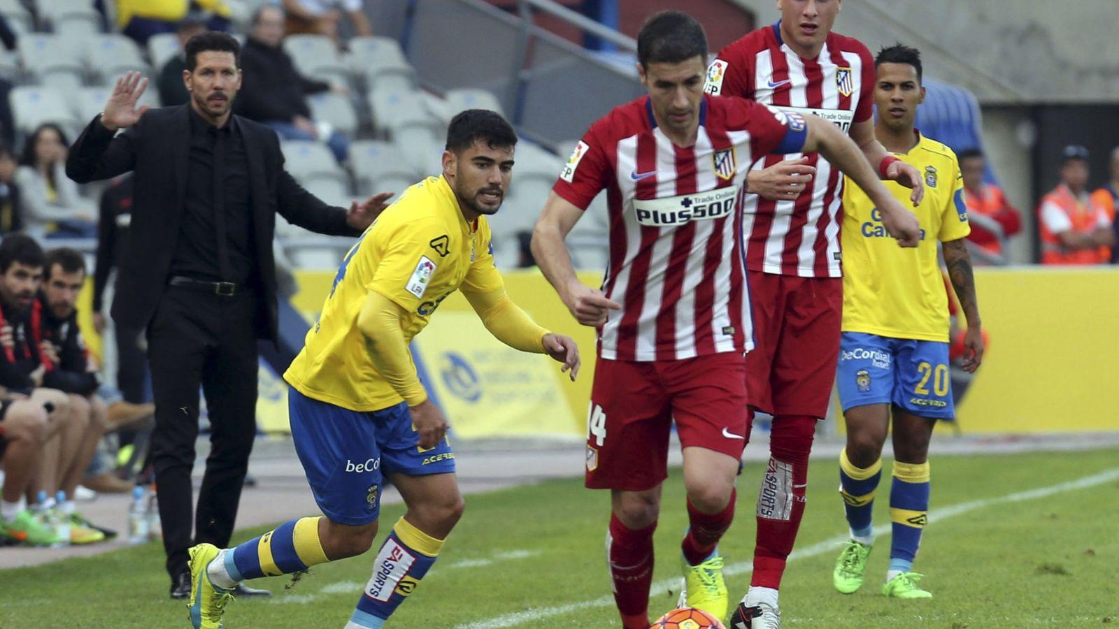 Foto: Gabi, en primer término, durante el partido que el Atlético de Madrid disputó ante Las Palmas en tierras canarias (EFE)