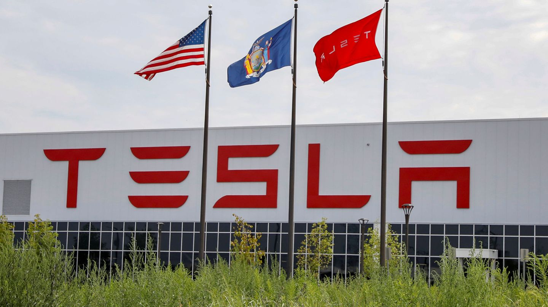 Fachada de la factoría de Tesla y Panasonic, conocida como Riverbend. (Reuters)