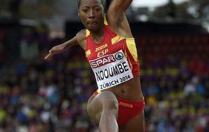 Ndoumbe roza el podio en triple salto y Fernández es quinta en 5.000