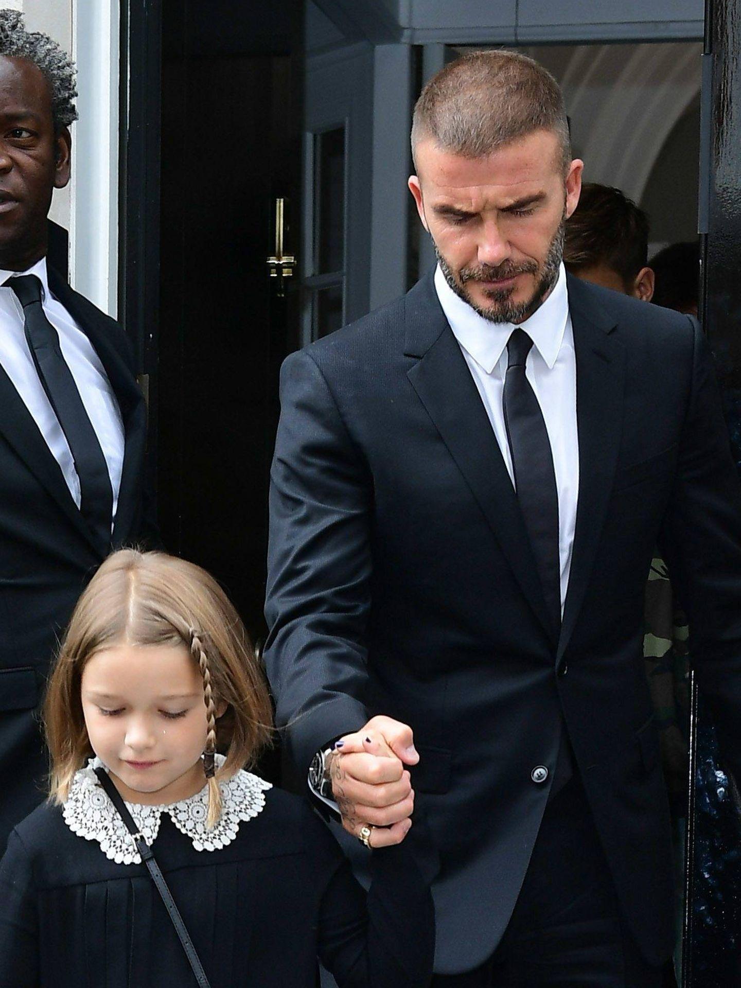 Beckham, a principios de septiembre con su hija Harper. Luce menos pelo. (CP)