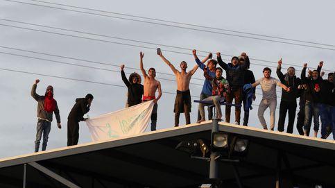 Nuevo motín en el CIE de Aluche: los internos se suben al tejado clamando libertad