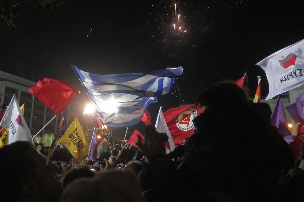Foto: Simpatizantes de Syriza celebran la victoria en las elecciones griegas en las calles de Atenas (Efe).