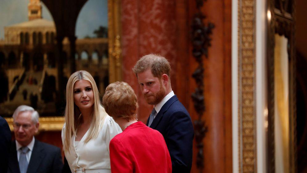 Foto: El príncipe Harry con Ivanka Trump en Buckingham. (Reuters)