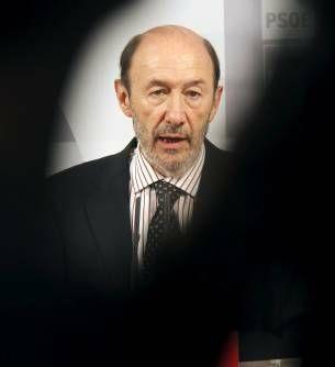 Rubalcaba pide que el bce intervenga para parar especulación contra el euro