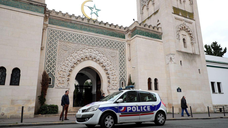 Francia anuncia acciones contra mezquitas sospechosas de separatismo islámico