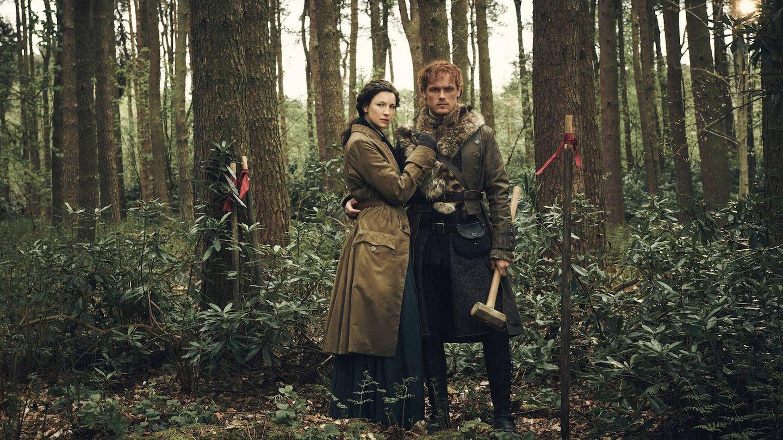 Claire y Jaime en una imagen de la cuarta entrega de 'Outlander'. (Movistar)