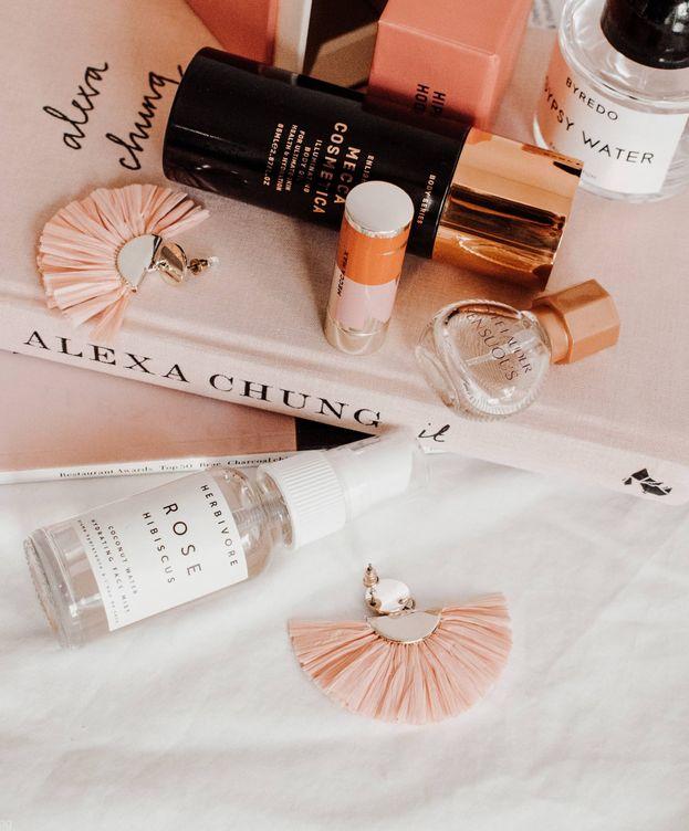 Foto: Claves para organizar todos tus cosméticos. (Unsplash)