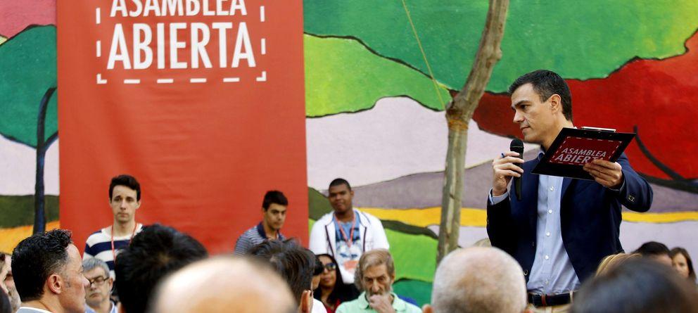 Foto: El líder socialista Pedro Sánchez, durante la asamblea abierta en la que anunció sus medidas sobre educación. (EFE)