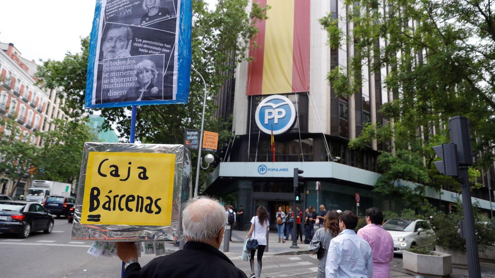 Foto: Protesta ante la sede del PP en Génova en 2018. (EFE)