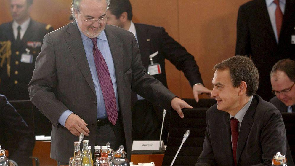 Foto: El expresidente del Gobierno José Luis Rodríguez Zapatero y el exministro de Economía y Hacienda Pedro Solbes, en 2009. (EFE)