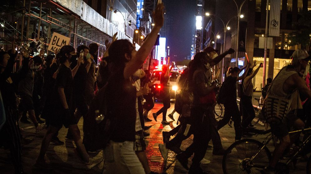 Foto: Manifestantes recorren las calles de Nueva York. (Reuters)