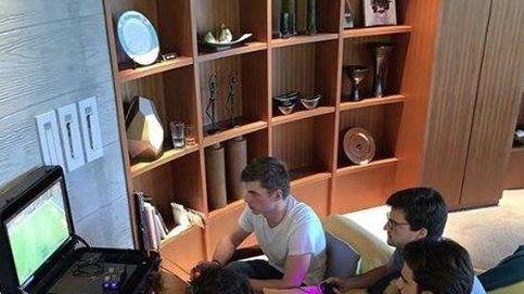 El 'pique' de Carlos Sainz y Max Verstappen con el FIFA en su 'día libre'
